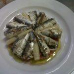 plato de sardinas con tomate y espárragos en castellana 113 bar