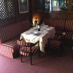 mesa para comer y degustar los productos y los vinos de castellana 113 Lounge & Bar